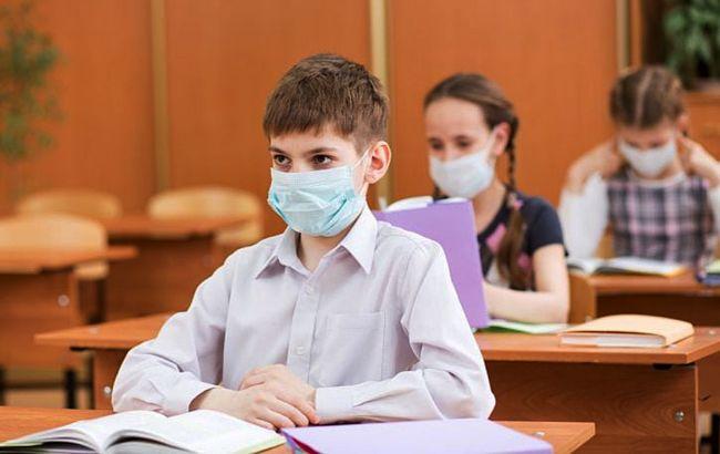 школьник в маске