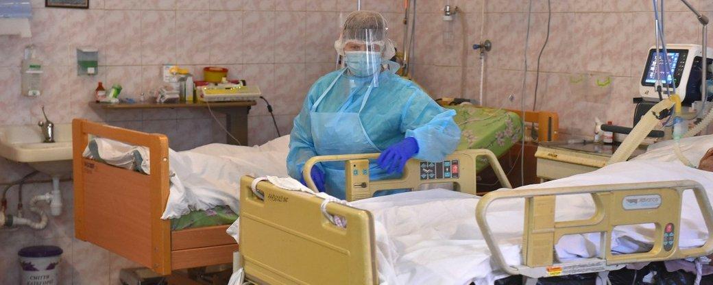 койки в палате больницы