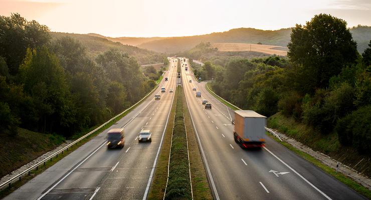 транспорт на трассе