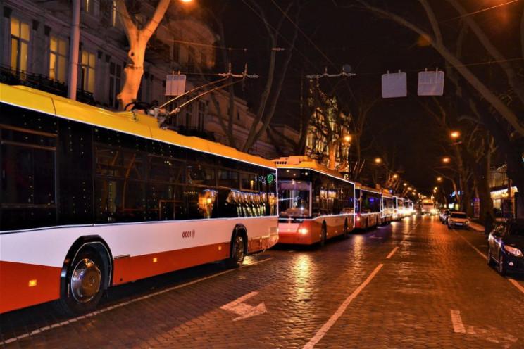 парад новогодних троллейбусов