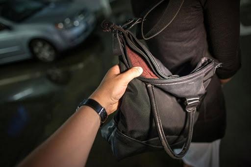рука в сумке