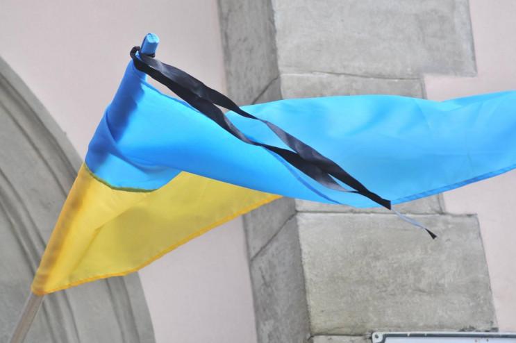 приспущен государственный флаг