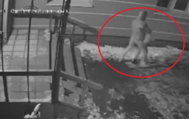 женщина ограбила школьника