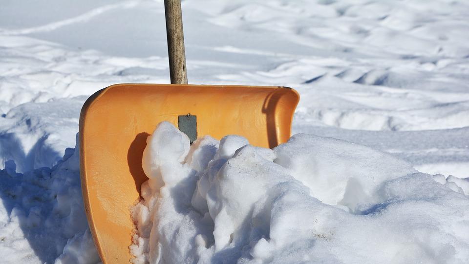 лопата снега