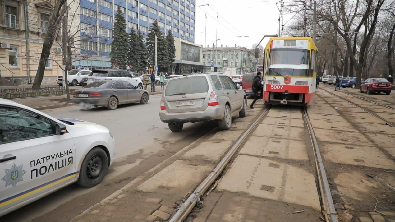 авто на трамвайных путях