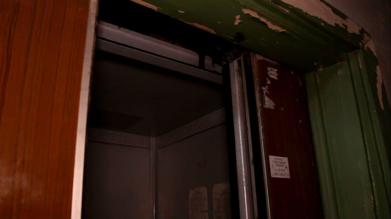 лифт темный