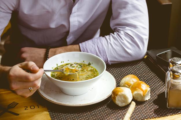 ест суп